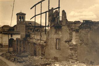 Bajada de la Concepción y fachada de la Iglesia al fondo