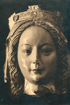Cabeza de Virgen mutilada
