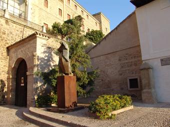Puerta de acceso al convento